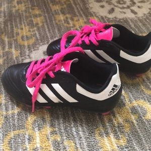 ADIDAS GIRLS SOCCER CLEATS - GREAT CONDITION